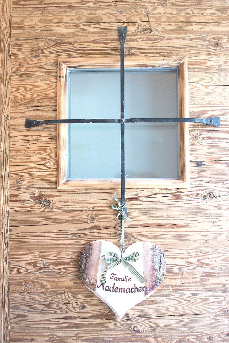 Chalet Ahornwinkl Eingang Seite Ferienwohnung 1200x800 HELL 16