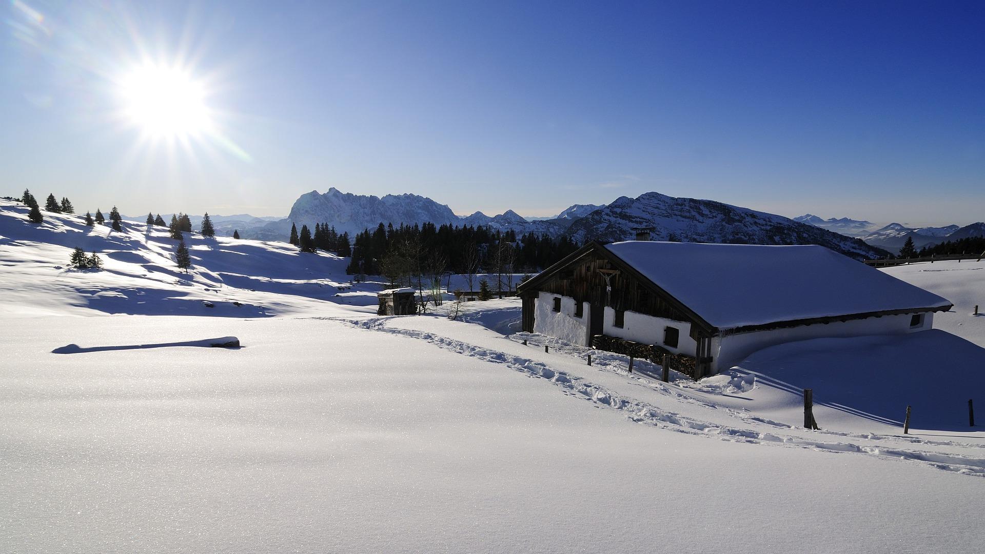 Schneeschuhlaufen, Hemmersuppenalm, Reit im Winkl, Bayern, Deutschland, Model Released